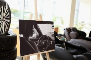 Массажные кресла Эллотен в автомобильном центре Jaguar Land Rover