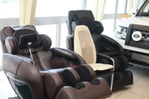 Массажные кресла Профимед Эллотен в автосалоне Ягуар Лэндровер