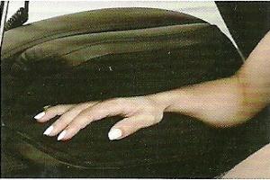 прессомассаж рук в массажном кресле profimed russia