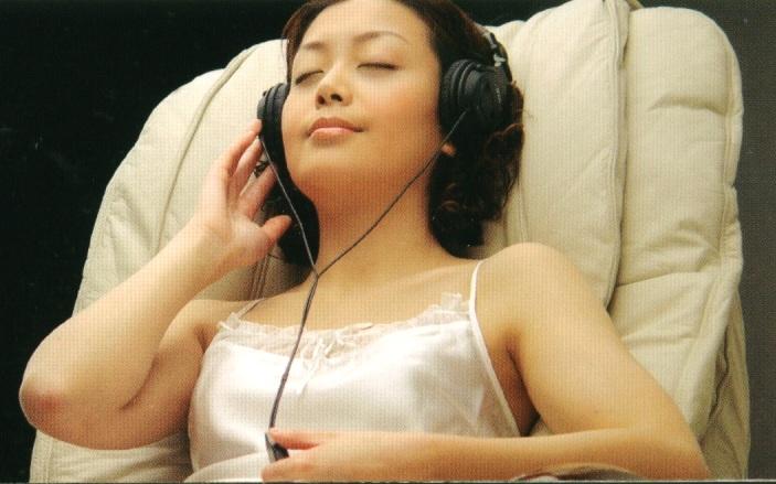 Массажное кресло iCare-800 с музыкальной программой music sync и наушниками в комплекте